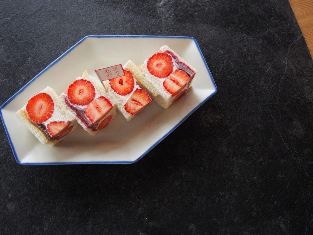 いちご大福と桜もちのあまおうフルーツサンド